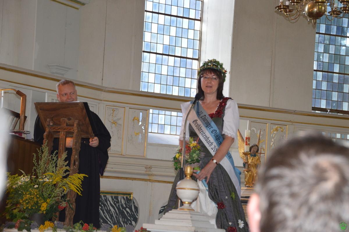 Die amtierende Kräuterkönigin begrüßt die Gäste und berichtet von ihrer Amtszeit